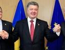 """Phương Tây đang """"làm hư"""" Ukraina"""
