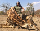 """Nữ thợ săn """"đổ thêm dầu vào lửa"""" khi khoe ảnh tàn sát động vật"""