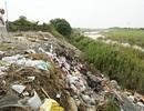"""Sông Hồng """"ngạt thở"""" vì phế thải xây dựng"""
