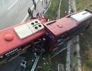 Hàng chục người kẹt trong 2 xe khách tông nhau trên cao tốc Nội Bài – Lào Cai
