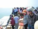 Tàu giải cứu du khách cũng ngập nặng tại Cô Tô