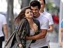 """Selena Gomez cực sexy khi đi chơi đêm cùng """"người sói"""" Taylor Lautner?"""