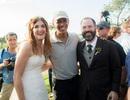 Tình cờ dự đám cưới, ông Obama cười thả ga