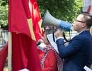 Người Việt ở Hungary biểu tình phản đối Trung Quốc ngang ngược ở Biển Đông