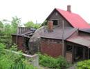 Ngôi nhà kỳ lạ với tảng đá… nằm giữa nhà