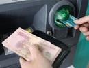 Nâng hạn mức rút tiền ATM: Dân được lợi, ngân hàng giảm nguồn thu phí