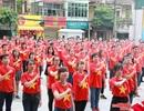 Trên 1500 người mặc áo đỏ sao vàng và nhảy flashmob mừng 2-9