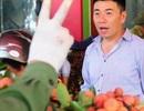 Thương lái Trung Quốc tràn ngập chợ vải thiều, ép giá nông dân