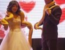 Cặp đôi TQ trao nhau trăn khổng lồ thay nhẫn cưới