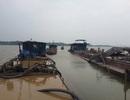 Lùm xum vụ tạm giữ 7 tàu khai thác cát của dân trên sông Mã