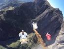 Thót tim xem thi bay từ vách núi như phim chưởng