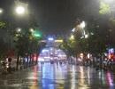 Tối khai trương trong mưa tầm tã của không gian đi bộ quanh hồ Gươm