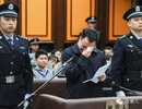 """Quan tham bị """"tóm"""" bất ngờ, ra tòa khóc thảm thiết"""