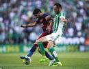 Suarez lập công giúp Barcelona giành lại ngôi đầu bảng