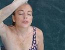 Hậu bị bạo hành, Lindsay Lohan mỉm cười dũng cảm bên bạn bè
