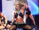Britney Spears bốc lửa trên sân khấu