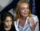 Lindsay Lohan tươi rói đi từ thiện sau tai nạn đứt nửa ngón tay