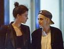 """Kristen Stewart bị bắt gặp """"khóa môi"""" nữ ca sĩ người Mỹ"""