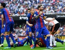 Valencia 2-3 Barcelona: Cú đúp của Messi