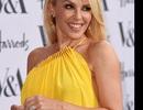 Mỹ nhân U50 Kylie Minogue gợi cảm với tông màu vàng