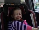 """Bé gái 4 tuổi """"đốn tim"""" người xem khi khóc nức nở vì ông Obama sắp mãn nhiệm"""