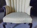 Bất ngờ tìm thấy kim cương giá trị trong chiếc ghế cũ lâu đời