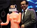 """Bộ trưởng Chile gây """"bão mạng"""" vì nhận quà búp bê tình dục"""