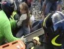 Khoảnh khắc kỳ diệu cứu sống cô bé 10 tuổi sau 17 giờ bị chôn lấp