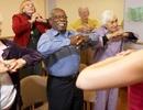 Bổ sung liệu pháp cười vào các hoạt động thể chất sẽ tốt cho người cao tuổi