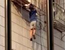 Người hùng cứu sống bé trai lơ lửng ở độ cao 20m