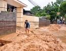 """Đình chỉ dự án sân golf """"đổ"""" hàng nghìn m3 bùn thải xuống nhà dân"""
