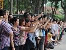 Người dân Hà Nội đứng kín đường chào đón Tổng thống Obama