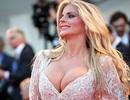 Người đẹp Ý gây choáng với váy hở bạo