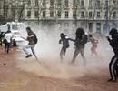 Đụng độ khi hơn một triệu người Pháp xuống đường biểu tình