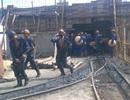 Bục túi nước, 2 công nhân thương vong, 1 người mắc kẹt trong hầm lò