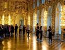 Du khách Trung Quốc tiểu tiện ngay trên sàn cung điện mùa Hè của Nga