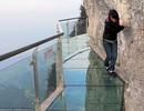 Cầu sàn kính cheo leo ở độ cao hơn 1.400m ở Trung Quốc
