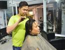 Nhà tạo mẫu tóc 9X khiếm thính