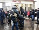 Đặc nhiệm Ukraine đột ngột khám xét Làng Sen của người Việt