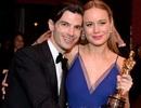 """Nữ diễn viên của """"Kong: Skull Island"""" hôn bạn trai say đắm sau chiến thắng tại Oscar"""