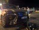 """Xe Lexus """"lạc tay lái"""", 5 người nhập viện, quán nước tan hoang"""