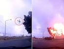 Khoảnh khắc máy bay chở quan chức châu Âu lao xuống đất nổ tung thành cầu lửa