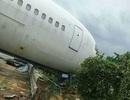 Trung Quốc: Siêu bão thổi dạt máy bay khỏi đường băng