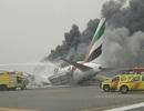 Máy bay Dubai chở 300 người bốc cháy ngùn ngụt khi hạ cánh bằng bụng