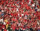 CĐV Hải Phòng tràn xuống sân, hô vang đội nhà vô địch