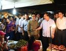 Thủ tướng Nguyễn Xuân Phúc thị sát chợ đầu mối Long Biên