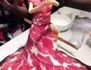 """Nhà hàng lẩu phục vụ món """"búp bê thịt sống"""" ở Bắc Kinh"""