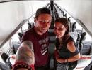 Cặp đôi trở thành khách VIP trên chuyến bay... không một bóng người
