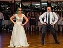 Cô dâu và bố cùng quậy tung đám cưới