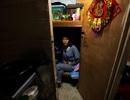Cuộc sống ngột ngạt bên trong những căn hộ nhỏ nhất thế giới